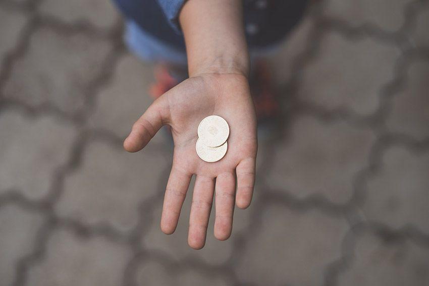 Hand met munten