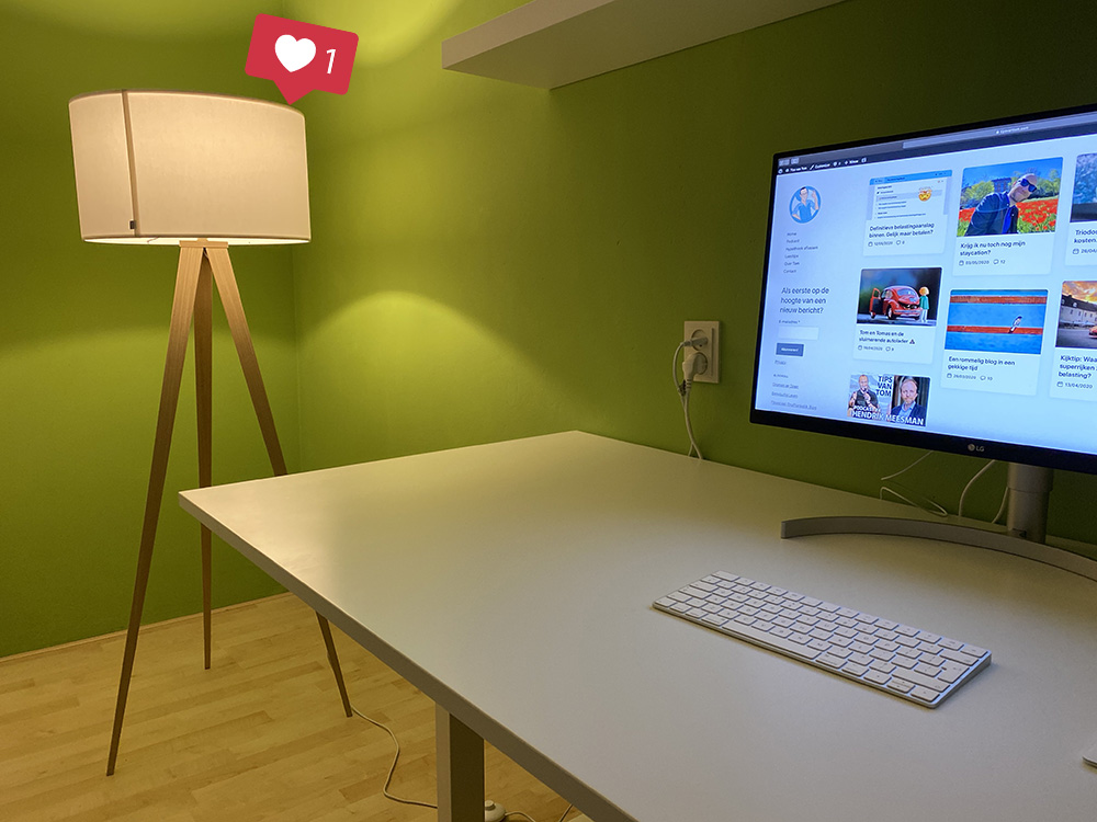 Nieuwe lamp op werkkamer
